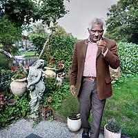 Nederland, Amsterdam , 1 sepember 2010...Chan Choenni is per 1 september 2010 benoemd tot bijzonder hoogleraar Hindostaanse migratie aan de VU. De leerstoel is door de Stichting Diaspora Leerstoel Lalla Rookh aan de faculteit Letteren gevestigd..Choenni Chan is Professor of Hindustani Migration at the VU (Free - protestant - University Amsterdam)