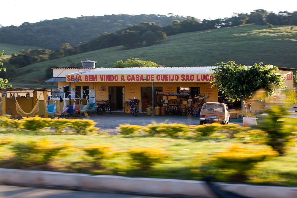 Monsenhor Paulo_MG, Brasil...Comercio em Monsenhor Paulo na BR 381...Trade in Monsenhor Paulo in the BR 381 highway...Foto: LEO DRUMOND / NITRO.....