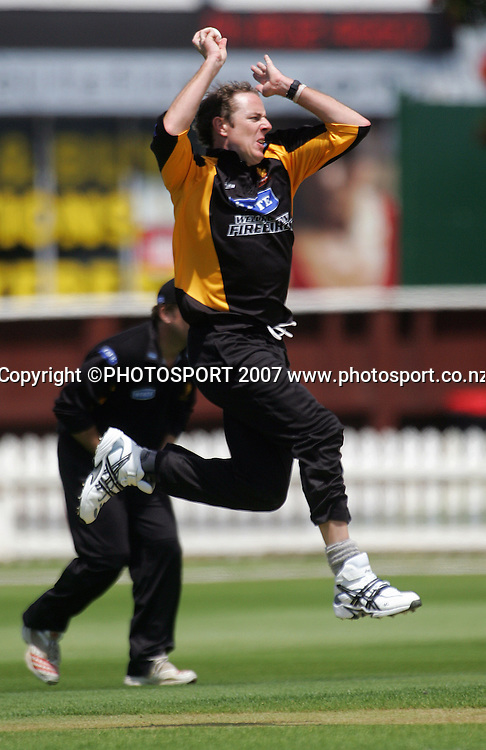Ian O'Brien opens the bowling for Wellington.<br /> State Shield cricket match. Wellington Firebirds v Central Stags. Allied Prime Basin Reserve, Wellington. Sunday 30 December 2007. Photo: Dave Lintott/PHOTOSPORT