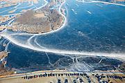 Nederland, Noord-Holland, Ronde Venen, 10-01-2009; schaatsers op de Groote Wije, onderdeel van het natuurreservaat Botshol (tussen Vinkenveen en Ouderkerk), geparkeerde auto's in het weiland; skaters on frozen lake - natural reserve - during skating tour, cars parked in the fields; .schaats, schaatsen, ijs, ijspret, pret, ijsbaan, natuurijs, schaatsen rijden, winter, koud, vriezen, min nul, beneden nul, koud, celsius, skating, ice skating, ice, fun, skating rink, natural, skate, snow, cold, freezing, minus zero, below zero, cold, winterlandschap, winter landscape, tocht, toertocht, koek en zopie . .luchtfoto (toeslag); aerial photo (additional fee required); .foto Siebe Swart / photo Siebe Swart