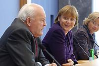 """04 FEB 2003, BERLIN/GERMANY:<br /> Roman Herzog (L), Bundespraesident a.D., und Angela Merkel (R), CDU Bundesvorsitzende,  vor Beginn  einer Pressekonferenz zur Vorstellung der CDU Kommission """"Soziale Sicherheit"""" unter Leitung von Herzog, Bundespressekonferenz<br /> IMAGE: 20030204-01-006<br /> KEYWORDS:Bundespräsident"""