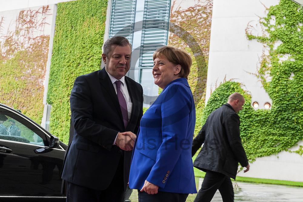 Bundeskanzlerin Angela Merkel (CDU) empfängt den Ministerpräsidenten der Republik Georgien, Giorgi Kwirikaschwili am 15.06.2016 im Bundeskanzleramt in Berlin, Deutschland  zu seinem Antrittsbesuch mit militärischen Ehren. Die Bundeskanzlerin empfängt den Ministerpräsidenten zu Gesprächen über die bilateralen Beziehungen, die Lage in der Südkaukasus-Region sowie die EU-Georgien-Beziehungen. Foto: Markus Heine / heineimaging
