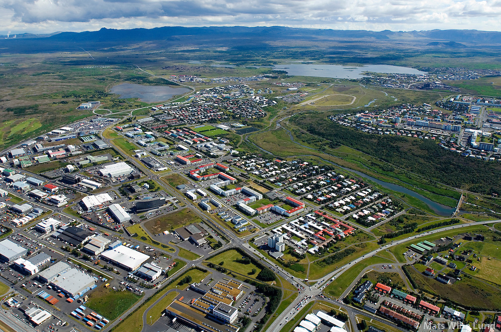 Árbæjarhverfi, Elliðaárdalur, Selás og  Hólahverfi, Breiðholt séð til suðausturs, Reykjavík / Arbaejarhverfi, Ellidaardalur valley, Selas and Holahverfi, Breidholt viewing southeast, Reykjavik