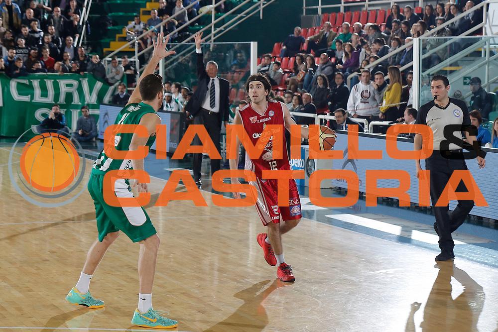 DESCRIZIONE : Avellino Lega A 2014-15 Sidigas Avellino Giorgio Tesi Group Pistoia<br /> GIOCATORE : Ariel Filloy<br /> CATEGORIA : palleggio<br /> SQUADRA : Giorgio Tesi Group Pistoia<br /> EVENTO : Campionato Lega A 2014-2015<br /> GARA : Sidigas Avellino Giorgio Tesi Group Pistoia<br /> DATA : 13/04/2015<br /> SPORT : Pallacanestro <br /> AUTORE : Agenzia Ciamillo-Castoria/A. De Lise<br /> Galleria : Lega Basket A 2014-2015 <br /> Fotonotizia : Avellino Lega A 2014-15 Sidigas Avellino Giorgio Tesi Group Pistoia