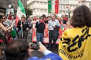 """""""Costituzione, la via maestra"""". Manifestazione in difesa della Costituzione italiana. Roma, 12 ottobre 2013. Paolo Ferrero della Federazione della Sinistra/Rifondazione Comunista con iscritti dell'ANPI."""