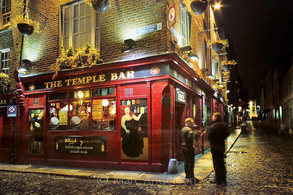 People outside an irish pub dublin marc anderson photography - Picture of bars ...