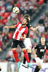 17.09.2015, Estadio San Mames, Bilbao, ESP, UEFA EL, Athletic Club vs FC Augsburg, Gruppe L, im Bild l-r: im Zweikampf, Aktion, Kopfballduell mit Raul Garcia #22 (Athletic Bilbao) und Daniel Baier #10 (FC Augsburg) // during UEFA Europa League group L match between Athletic Club Bilbao and FC Augsburg at the Estadio San Mames in Bilbao, Spain on 2015/09/17. EXPA Pictures &copy; 2015, PhotoCredit: EXPA/ Eibner-Pressefoto/ Kolbert<br /> <br /> *****ATTENTION - OUT of GER*****