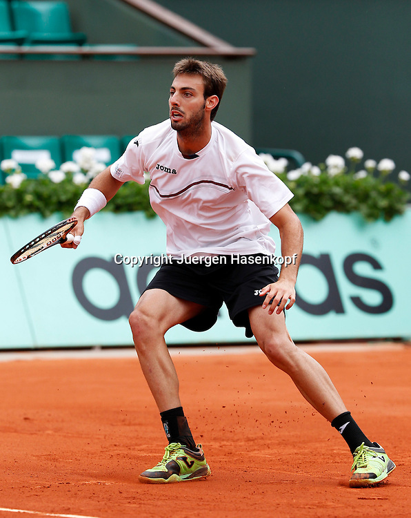 French Open 2011, Roland Garros,Paris,ITF Grand Slam Tennis Tournament .Marcel Granollers (ESP),.Aktion,Einzelbild,Ganzkoerper,Hochformat,
