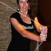 NLD/Amsterdam/20111128 - Opening Personal Gym van Carlos Lens, Irene van der Laar bezig met fitness apparaat