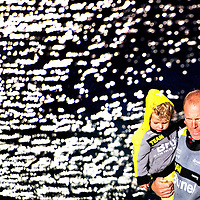 Nederland, Scheveningen, 19-06-2015.<br /> Zeilen, Internationaal, Volvo Ocean Race.<br /> Gert-Jan Poortman bemanningslid van de nederlandse boot van Team Brunel, geniet van het weerzien met zijn familie en neemt na aankomst &eacute;&eacute;n van zijn zoontjes op de arm als hij op de steiger is gestapt.<br /> Foto : Klaas Jan van der Weij