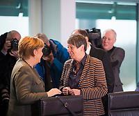DEU, Deutschland, Germany, Berlin,31.01.2018: Bundeskanzlerin Dr. Angela Merkel (CDU) mit Bundesumweltministerin Dr. Barbara Hendricks (SPD) vor Beginn der 169. Kabinettsitzung im Bundeskanzleramt.