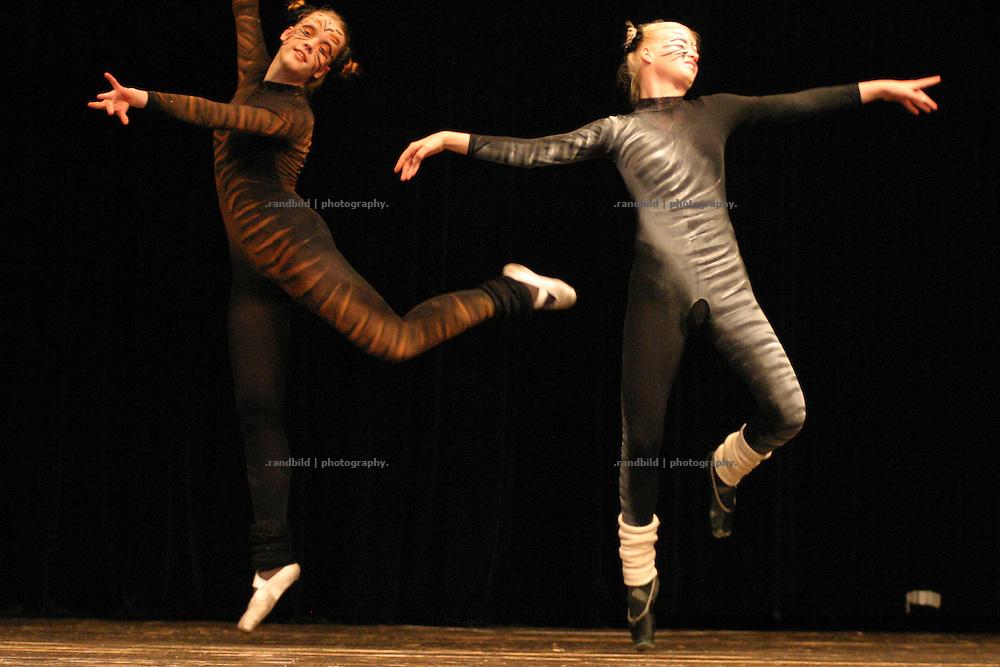 Ballettänzerinnen des Balance Studios aus lüchow bei der Eröffung der Wellvita in Hitzacker