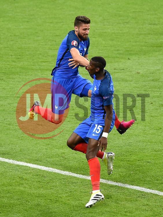Olivier Giroud of France celebrates his goal with Paul Pogba of France  - Mandatory by-line: Joe Meredith/JMP - 10/06/2016 - FOOTBALL - Stade de France - Paris, France - France v Romania - UEFA European Championship Group A