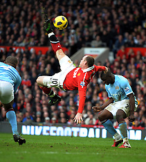 Rooney stuns Man City