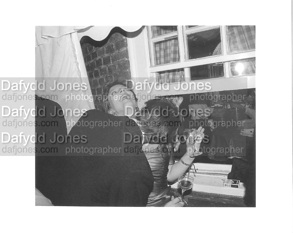 Amery Burnham and Tom Wells. Charlotte Stewart-Sandeman 21st. Culross St. Mayfair. London. 19/9/86. © Copyright Photograph by Dafydd Jones 66 Stockwell Park Rd. London SW9 0DA Tel 020 7733 0108 www.dafjones.com