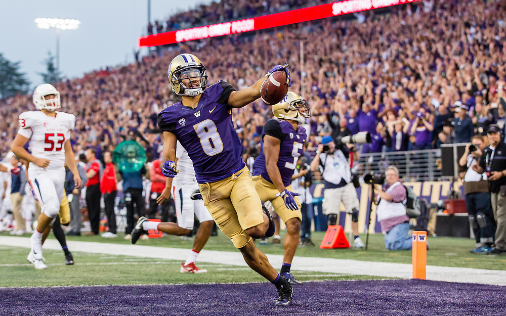 SEATTLE, WA - SEPTEMBER 16: Washington wide receiver Dante Pettis (8) celebrates a punt return for a touchdown during a college football game between the Washington Huskies and the Fresno State Bulldogs on September 16, 2017 at Husky Stadium in Seattle, WA. (Christopher Mast/Icon Sportswire)