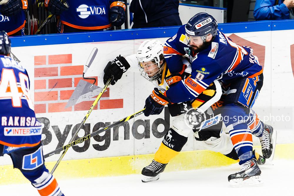 150423 Ishockey, SM-Final, V&auml;xj&ouml; - Skellefte&aring;<br /> Patrik Zakrisson, V&auml;xj&ouml; Lakers Hockey h&auml;nger &ouml;ver Arvid Lundberg, Skellefte&aring; AIK.<br /> &copy; Daniel Malmberg/Jkpg sports photo