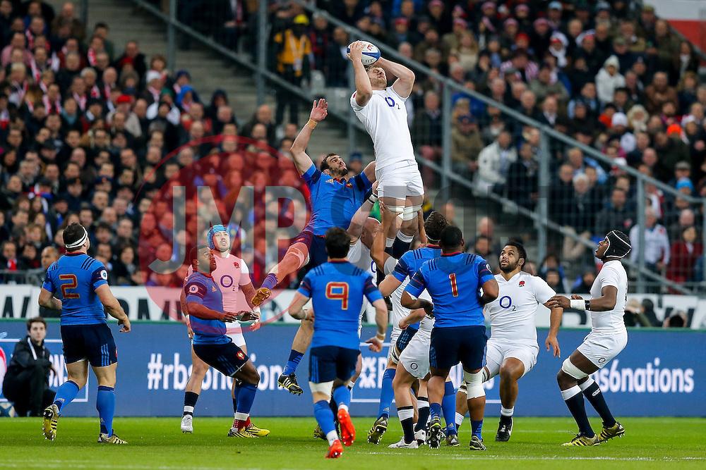 England Lock George Kruis takes a high ball - Mandatory byline: Rogan Thomson/JMP - 19/03/2016 - RUGBY UNION - Stade de France - Paris, France - France v England - RBS 6 Nations 2016.
