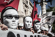 Roma, Lazio, Italia, 08/10/2010<br /> Manifestazione studentesca contro i tagli all'istruzione. Nella foto alcuni momenti della protesta davanti al Ministero dell'Istruzione, dell'Universit&agrave; e della Ricerca<br /> <br /> Rome, Lazio, Italy, 08/10/2010<br /> Students demonstration against cuts to education system. In the picture some moments of the protest in front of the Ministry of Education, University and Research.