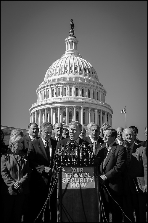 Rep. Richard Gephardt with a group of U.S. Mayors who are all in support of the Air Travel Security Bill.  10/25/01..©PF BENTLEY/PFPIX.com