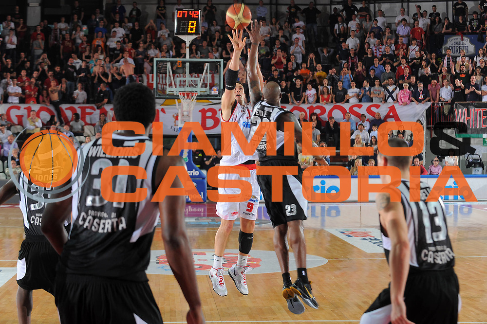 DESCRIZIONE : Varese Lega A 2010-11 Cimberio Varese Pepsi Caserta<br /> GIOCATORE : Alex Righetti<br /> SQUADRA : Cimberio Varese<br /> EVENTO : Campionato Lega A 2010-2011<br /> GARA : Cimberio Varese Pepsi Caserta<br /> DATA : 03/04/2011<br /> CATEGORIA : Tiro<br /> SPORT : Pallacanestro<br /> AUTORE : Agenzia Ciamillo-Castoria/A.Dealberto<br /> Galleria : Lega Basket A 2010-2011<br /> Fotonotizia : Varese Lega A 2010-11 Cimberio Varese Pepsi Caserta<br /> Predefinita :