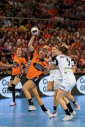 27-09-2017 NED: EK kwalificatie Nederland - Wit Rusland, Eindhoven<br /> De Nederlandse handbalsters hebben de eerste kwalificatiewedstrijd voor het EK 2018 gewonnen. Wit-Rusland werd in Eindhoven met 33-21 aan de kant gezet. <br /> Nycke Groot #17