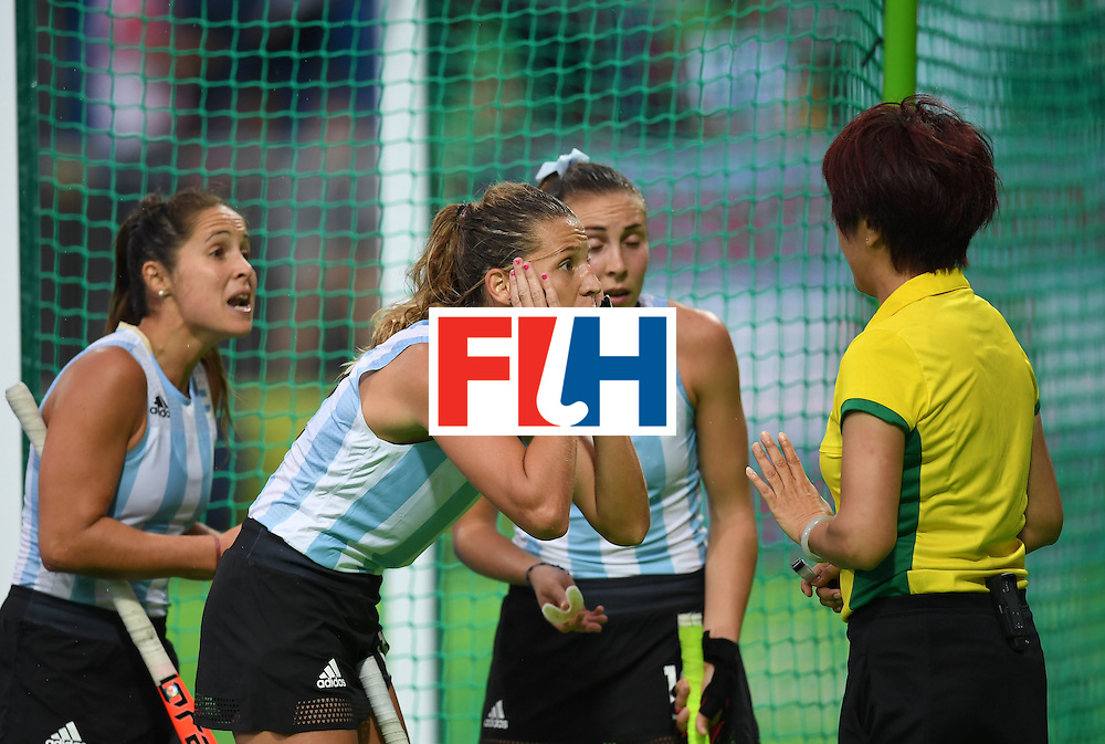 Argentina's Delfina Merino (C) gestures to the referee during the women's field hockey Britain vs Argentina match of the Rio 2016 Olympics Games at the Olympic Hockey Centre in Rio de Janeiro on August, 10 2016. / AFP / MANAN VATSYAYANA        (Photo credit should read MANAN VATSYAYANA/AFP/Getty Images)