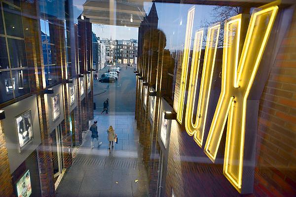 Nederland, Nijmegen,18-12-2013Bioscoop, filmtheater Lux. Uitzicht op de passage bij de entree.Foto: Flip Franssen/Hollandse Hoogte