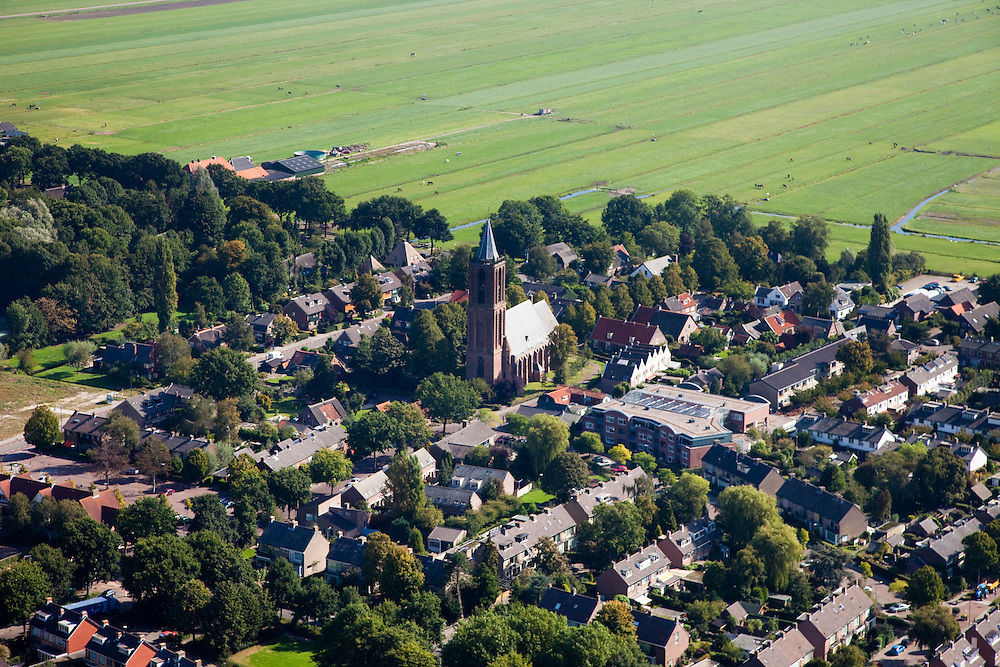 Nederland, Utrecht, Eemnes, 08-09-2009; dorpskern met historische Nederlands Hervormde kerk;.Village with historic Dutch Reformed Church,, .luchtfoto (toeslag); aerial photo (additional fee required); .foto Siebe Swart / photo Siebe Swart
