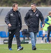 Cheftrænerne Morten Eskesen (FC Helsingør) og Lars Feist (Holbæk B&I) på vej ud til pausen under kampen i 2. Division mellem Holbæk B&I og FC Helsingør den 20. oktober 2019 i Holbæk Sportsby (Foto: Claus Birch).