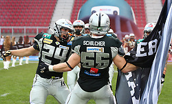 23.07.2016, Woertersee Stadion, Klagenfurt, AUT, AFL, Austrian Bowl XXXII, Swarco Raiders Tirol vs Projekt Spielberg Graz Giants, im Bild Fabian Seeber (Swarco Raiders Tirol, LB, #24) und Christoph Schilcher (Swarco Raiders Tirol, LB, #55) // during the Austrian Football League Austrian Bowl XXXII game between Swarco Raiders Tirol vs Swarco Raiders Tyrol at the Woertersee Stadion, Klagenfurt, Austria on 2016/07/23. EXPA Pictures © 2016, PhotoCredit: EXPA/ Thomas Haumer