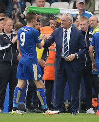 Leicester City Manager Claudio Ranieri Congratulates Jamie Vardy of Leicester City as he comes off the pitch. - Mandatory by-line: Alex James/JMP - 03/04/2016 - FOOTBALL - King Power Stadium - Leicester, England - Leicester City v Southampton - Barclays Premier League