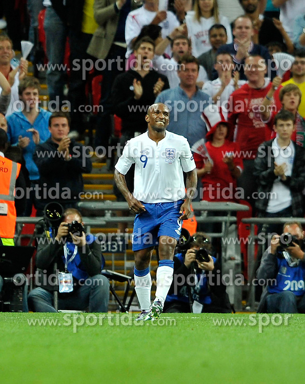 04.09.2010, Wembley Stadium, London, ENG, UEFA Euro 2012 Qualification, England v Bulgaria, im Bild Jermain Defoe of England winces after scoring his third goal. EXPA Pictures © 2010, PhotoCredit: EXPA/ IPS/ Marcello Pozzetti +++++ ATTENTION - OUT OF ENGLAND/UK +++++ / SPORTIDA PHOTO AGENCY