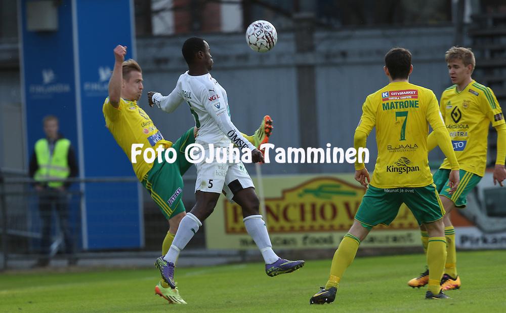 29.4.2016, Tammelan stadion, Tampere.<br /> Veikkausliiga 2016.<br /> Ilves - IFK Mariehamn.<br /> Dever Orgill (IFK Mhamn) v Antti Hynynen (Ilves).