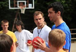Uros Zorman in Ognjen Backovic na otroski rokometni akademiji Urosa Zormana v Dolenjskih toplicah, 27. junija 2008, Dolenjske toplice, Slovenija. (Photo by Vid Ponikvar / Sportal Images)