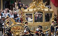 Nederland. Den Haag, 16 september 2008.<br /> Prinsjesdag.<br /> Beatrix verlaat in de Gouden Koets het Binnenhof.<br /> Foto Martijn Beekman<br /> NIET VOOR PUBLIKATIE IN LANDELIJKE DAGBLADEN.
