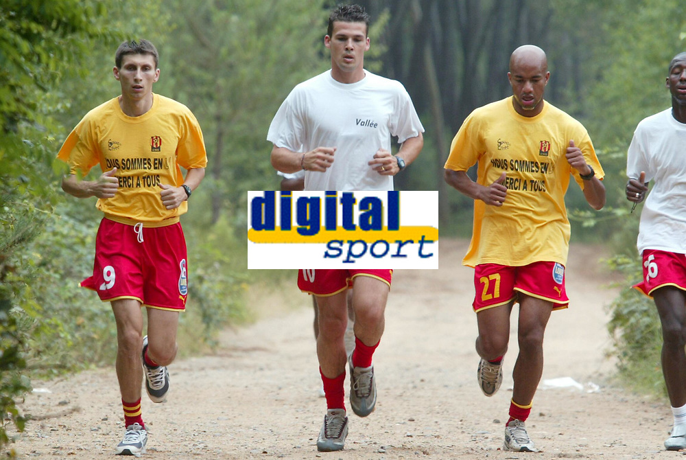 FOTBALL - FRENCH CHAMPIONSHIP 2003/2004 - LE MANS UC - 030627 - SERGIU RADU / JEAN FRANCOIS BEDENIK / DESIRE PERIATAMBEE DURING THE LE MANS TRAINING IN LA PINCENARDIERE - PHOTO STEPHANE MANTEY / DIGITALSPORT