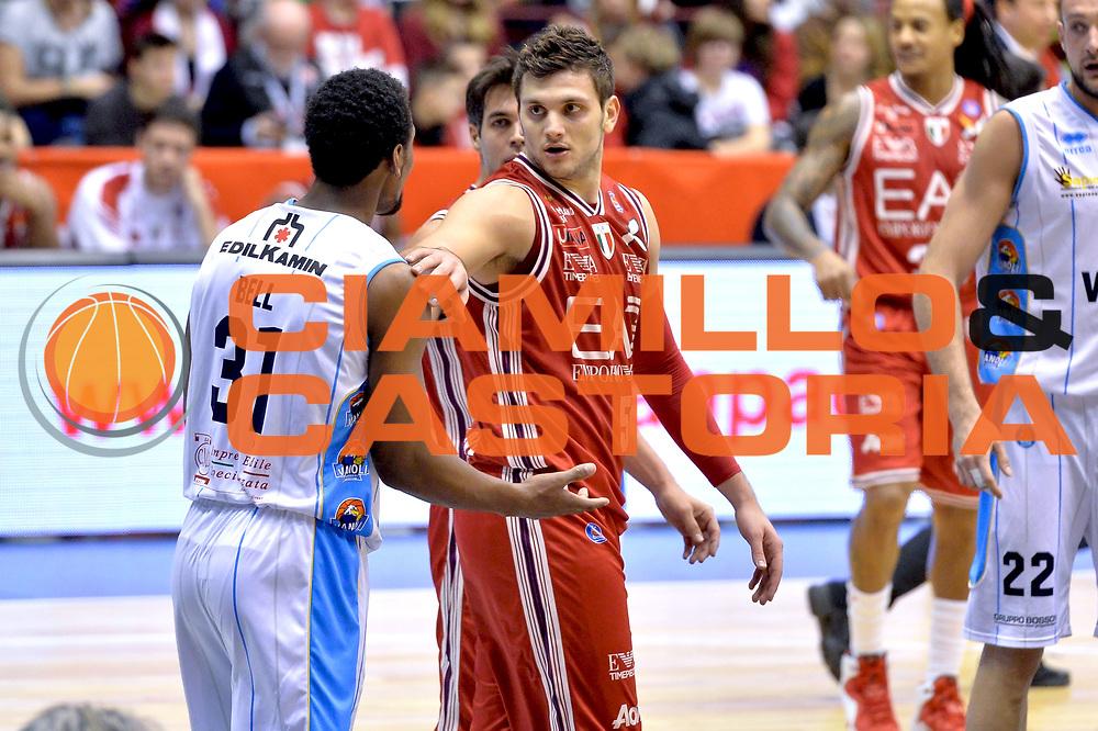 DESCRIZIONE : Milano Lega A 2014-15  EA7 Emporio Armani Milano vs Vagoli Basket Cremona<br /> GIOCATORE : Alessandro Gentile<br /> CATEGORIA : Mani<br /> SQUADRA : EA7 Emporio Armani Milano<br /> EVENTO : Campionato Lega A 2014-2015<br /> GARA : EA7 Emporio Armani Milano vs Vagoli Basket Cremona<br /> DATA : 25/01/2015<br /> SPORT : Pallacanestro <br /> AUTORE : Agenzia Ciamillo-Castoria/I.Mancini<br /> Galleria : Lega Basket A 2014-2015  <br /> Fotonotizia : Cant&ugrave; Lega A 2014-2015 Pallacanestro : EA7 Emporio Armani Milano vs Vagoli Basket Cremona<br /> Predefinita :