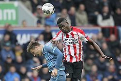 (L-R) Reuven Niemeijer of Heracles Almelo, Nicolas Isimat-Mirin of PSV during the Dutch Eredivisie match between PSV Eindhoven and Heracles Almelo at the Phillips stadium on October 22, 2017 in Eindhoven, The Netherlands