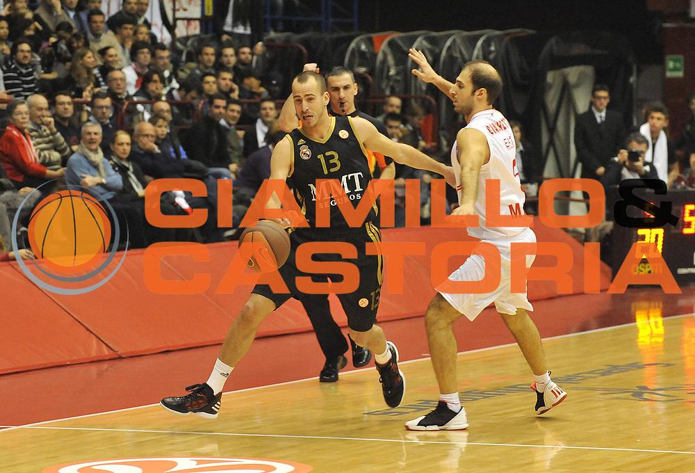 DESCRIZIONE : Milano Eurolega 2011-12 EA7 Emporio Armani Milano Real Madrid<br /> GIOCATORE : <br /> CATEGORIA : <br /> SQUADRA : Real Madrid<br /> EVENTO : Eurolega 2011-2012<br /> GARA : EA7 Emporio Armani Milano Real Madrid<br /> DATA : 01/12/2011<br /> SPORT : Pallacanestro <br /> AUTORE : Agenzia Ciamillo-Castoria/ L.Goria<br /> Galleria : Eurolega 2011-2012<br /> Fotonotizia : Milano Eurolega 2011-12 EA7 Emporio Armani Milano Real Madrid<br /> Predefinita :