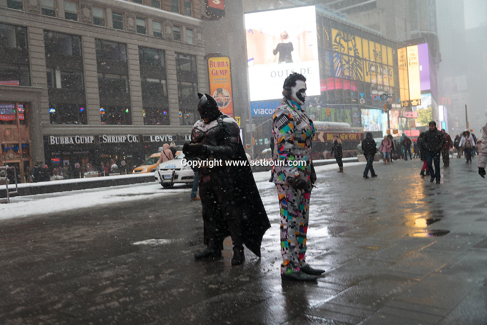 New York. Times square. human sculpture  and cartoons characters in the streets in Times square area. New york - United states  Manhattan /  sculpture humaine, statue de la liberte New york - Etats unis