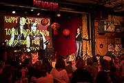 SLANTY EYED MAMA<br /> HAPPY LUCKY GOLDEN TOFU PANDA DRAGON GOOD TIME FUN FUN SHOW. FESTIVAL PHÉNOMENA 2018. La Sala Rossa. Lundi 15 octobre 2018. Slanty Eyed Mama (New York). Mise en scène, création: Lyris Hung et Kate Rigg