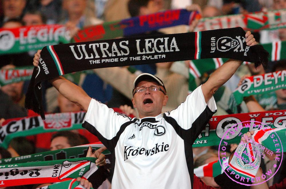 n/z.: Kibice Legii podczas meczu ligowego Legia Warszawa (biale-czarne) - Polonia Warszawa (czarne) 1:0 , I liga polska , 8 kolejka sezon 2005/2006 , pilka nozna , Polska , Warszawa , 23-09-2005 , fot.: Adam Nurkiewicz / mediasport..Legia's supporters during Polish league first division soccer match in Warsaw. September 23, 2005 ; Legia Warszawa (white-black) - Polonia Warsaw (black) 1:0 ; 8 round season 2005/2006 , football , Poland , Warsaw ( Photo by Adam Nurkiewicz / mediasport )