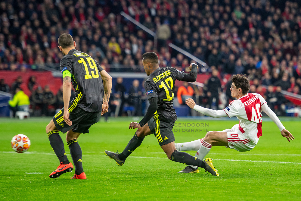 10-04-2019 NED: Champions League AFC Ajax - Juventus,  Amsterdam<br /> Round of 8, 1st leg / Ajax plays the first match 1-1 against Juventus during the UEFA Champions League first leg quarter-final football match / Great change for Jurgen Ekkelenkamp #40 of Ajax, Alex Sandro #12 of Juventus, Leonardo Bonucci #19 of Juventus