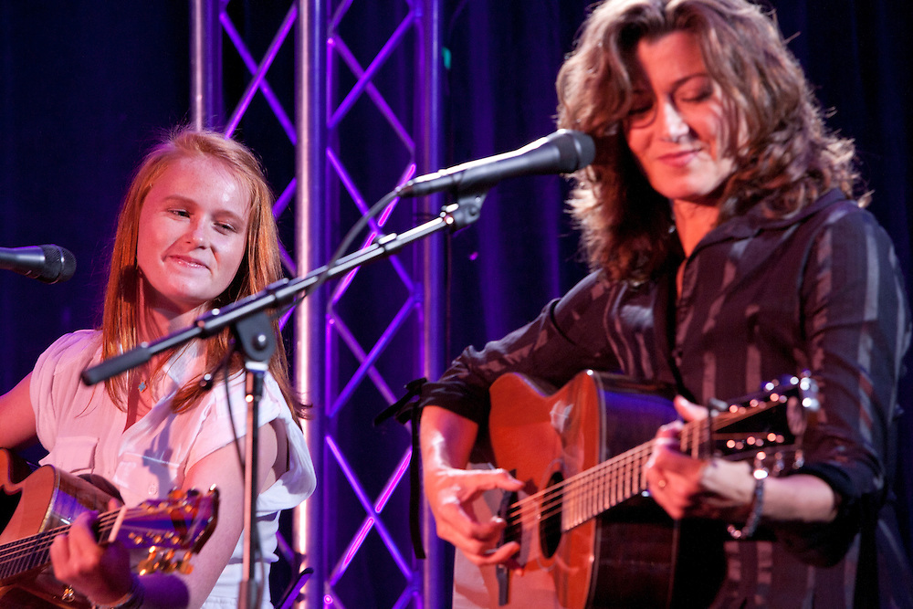 Kappy Arnold performs with Amy Grant.