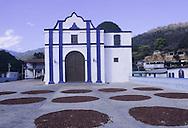 """Chuao - Il """"patio de secado"""" dove i cacaoteros lasciano essiccare al sole i semi di cacao."""