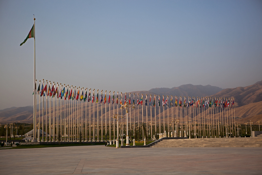 Flags of UN countries voting to ratify Turkmenistan's declaration of neutrality in 1995