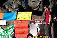 """Roma 29 Maggio 2011.Indignados italiani si riuniscono in assemblea in piazza San Giovanni per chiedere """"democrazia reale ora """"."""