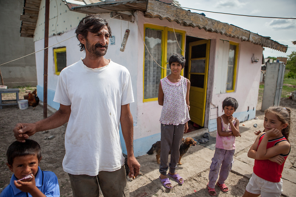 A young family in Frumuşani. Last year Cristian Buceanu, the only Roma representative on the council, introduced a proposal to allocate approximately 10,000 euro to expand the electicity network to houses in Frumuşani. The other councilors voted against the proposal, alleging that the Roma townspeople do not contribute to the local budget and therefore should not benefit from public funds.