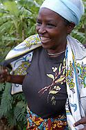 Dorothée Dayima a perdu son mari pendant le génocide rwandais de 1994. Elle vit chez sa fille, veuve également, à Save, près de Butare. Elle bénéficie de l'appui de l'association Duhozanye (Consolons-nous).